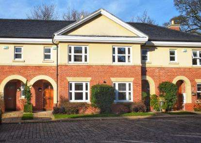 3 Bedrooms Terraced House for sale in St Hilarys Park, Alderley Edge, Cheshire, Uk