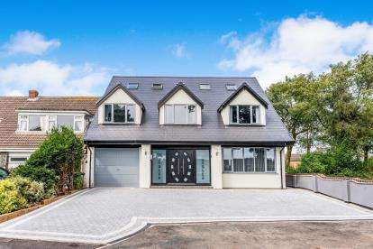 5 Bedrooms Detached House for sale in Barnswood Close, Cannock, Staffordshire