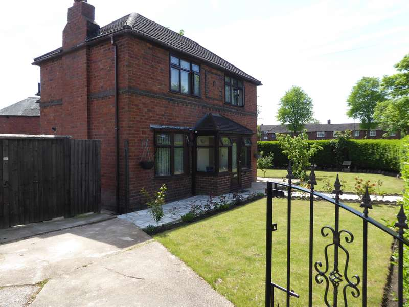 3 Bedrooms Semi Detached House for sale in Central Avenue, Rowley Regis ,B65 8BA