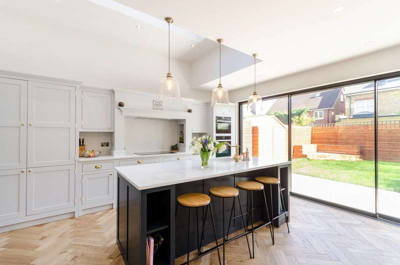 5 Bedrooms Detached House for sale in Savile Close, Surbiton, KT7