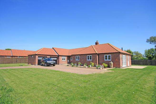 4 Bedrooms Detached Bungalow for sale in Carr Farm Lodge, Orchard Lane, Caythorpe, Nottinghamshire NG14 7FD