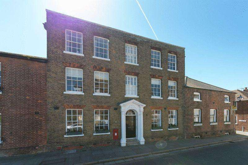 8 Bedrooms Terraced House for sale in Strand Street, Sandwich