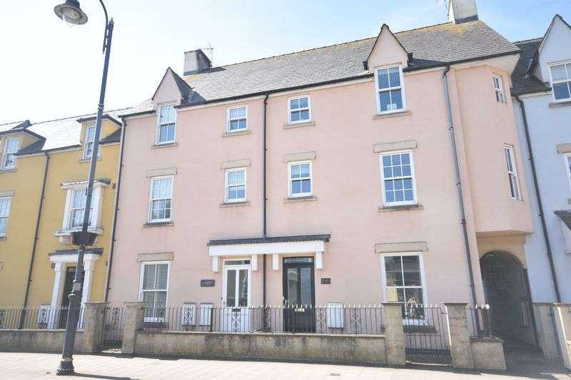 3 Bedrooms Property for rent in 3 Riverside Mews, High Street, Cowbridge, The Vale of Glamorgan