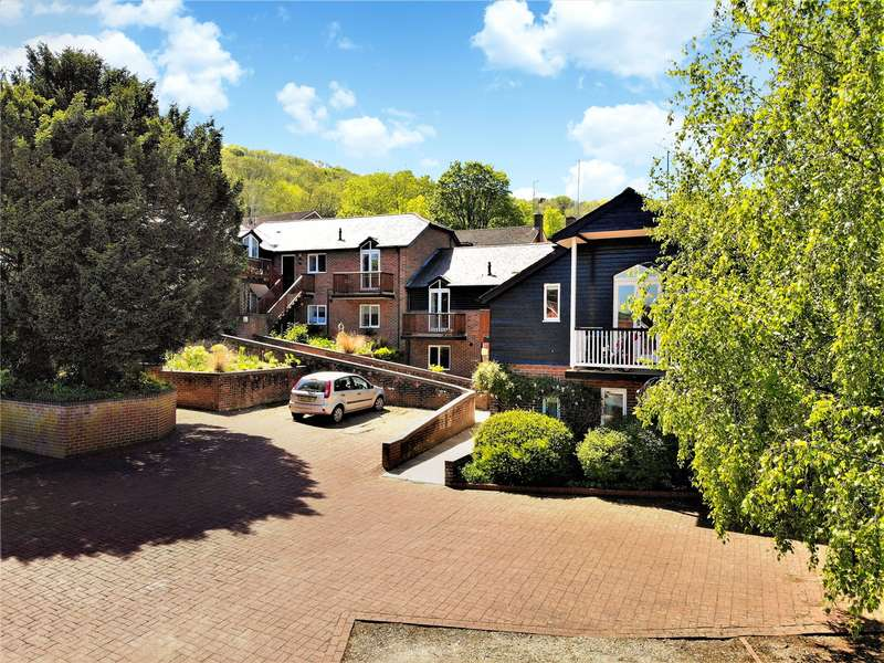 2 Bedrooms Property for sale in The Old Forge, Streatley, Reading, Berkshire