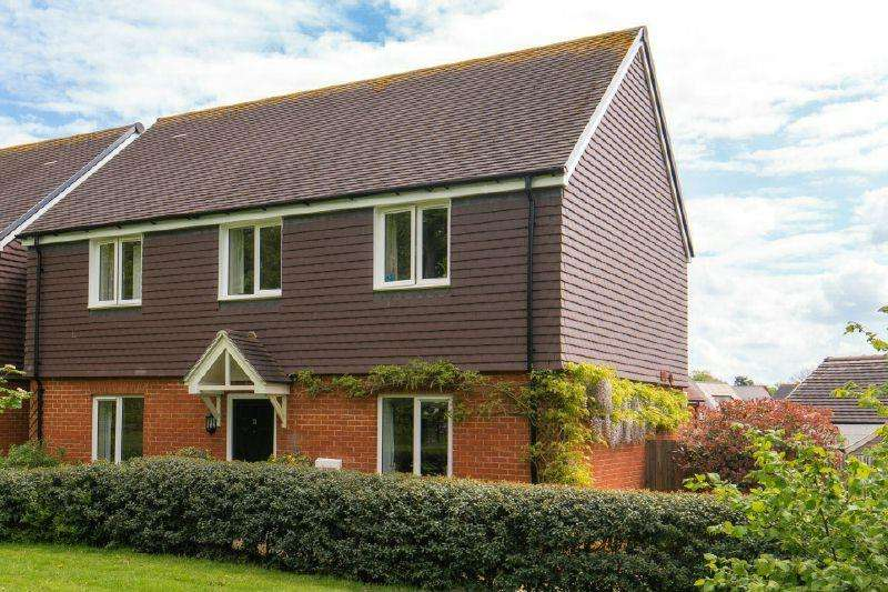 4 Bedrooms Detached House for sale in LITTLE CHALFONT