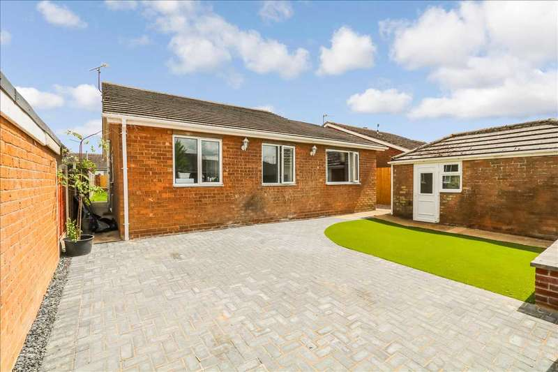 3 Bedrooms Bungalow for sale in Belvoir Close, Waddington, Lincoln
