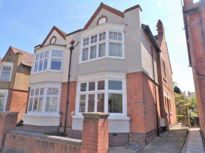 3 Bedrooms Semi Detached House for sale in Mount Road, Hinckley, Leicestershire