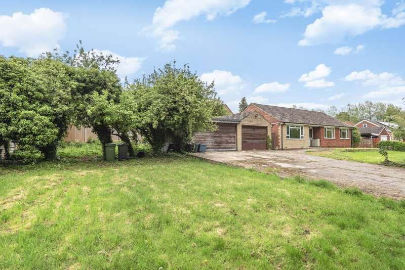 3 Bedrooms Detached Bungalow for sale in Newbury, Berkshire, RG14
