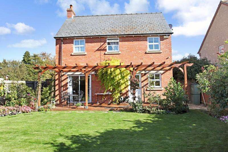 3 Bedrooms Detached House for sale in Radburn Close, Moreton-in-Marsh, Gloucestershire. GL56 0JP