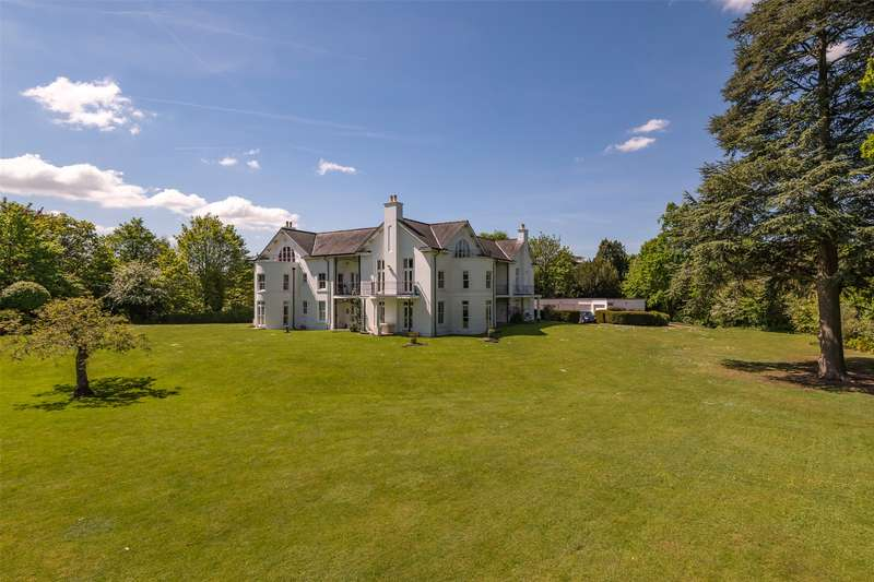3 Bedrooms Apartment Flat for sale in Castle Keep, London Road, Reigate, Surrey, RH2