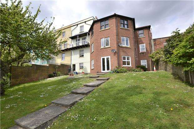 3 Bedrooms Flat for sale in Upper Cheltenham Place, BRISTOL, BS6 5HR