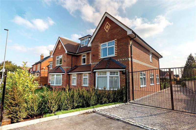 2 Bedrooms Flat for sale in Marlborough House, Basingstoke Road, Spencers Wood, RG7