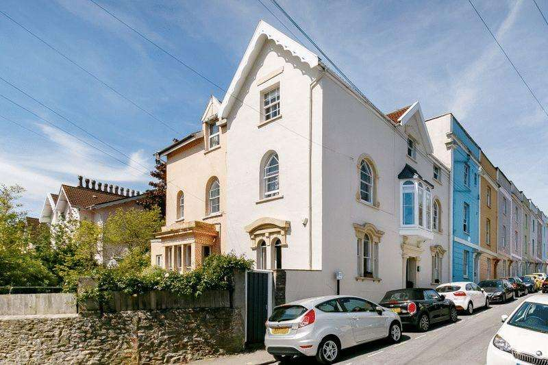 4 Bedrooms Terraced House for sale in Anglesea Place, Clifton