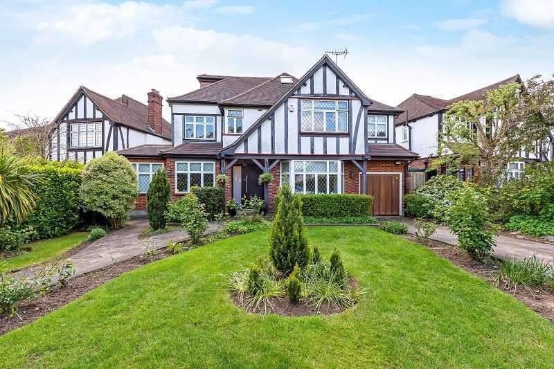 5 Bedrooms Detached House for sale in Kings Drive, Edgware, Greater London. HA8 8EB