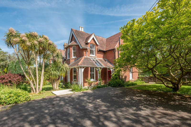 6 Bedrooms Semi Detached House for sale in Totland Bay, Isle of Wight