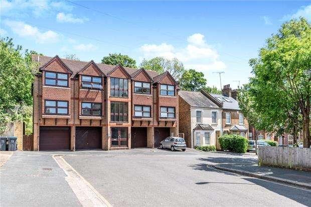 2 Bedrooms Maisonette Flat for sale in Oaks Court, 51a Temple Road, Croydon