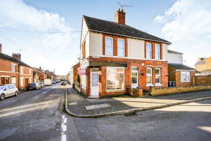 3 Bedrooms Detached House for sale in Robinson Road, Rushden