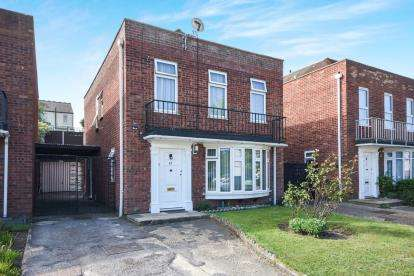 4 Bedrooms Detached House for sale in Southend-On-Sea, Essex, .