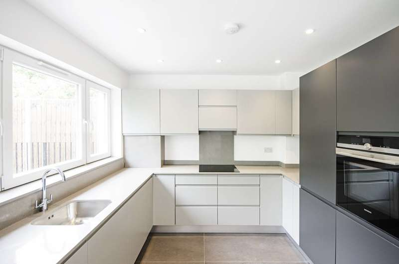 3 Bedrooms Flat for sale in Great North Road, Highgate, N6