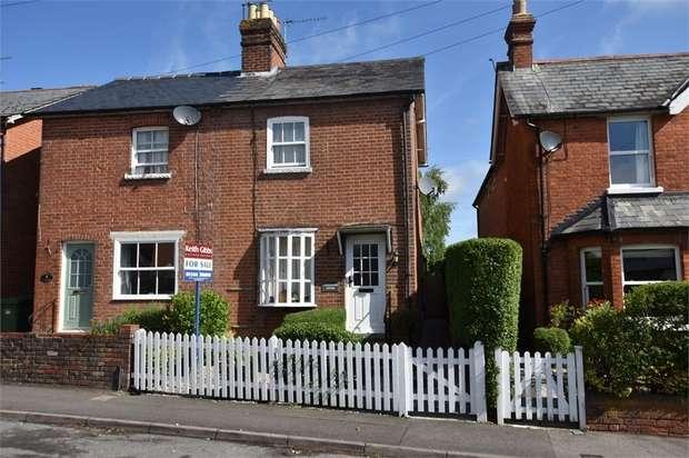 2 Bedrooms Cottage House for sale in Honeysuckle Cottages, Forest Road, Binfield, Berkshire
