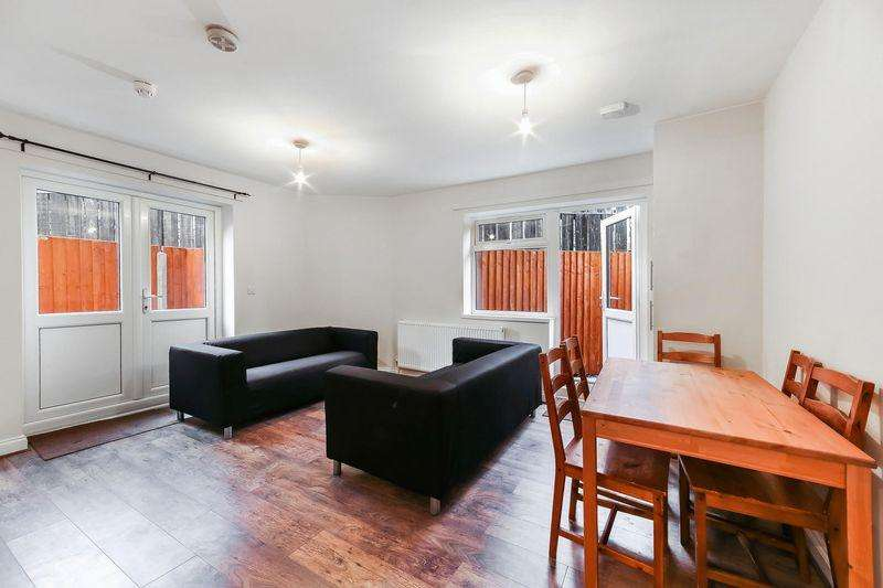 6 Bedrooms Semi Detached House for sale in Ambassador Square, London