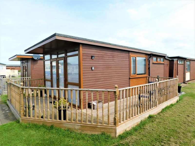 2 Bedrooms Chalet House for sale in Links Avenue, Mablethorpe, Lincolnshire, LN12 1QN