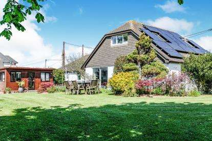 4 Bedrooms Bungalow for sale in Padstow Road, Cornwall