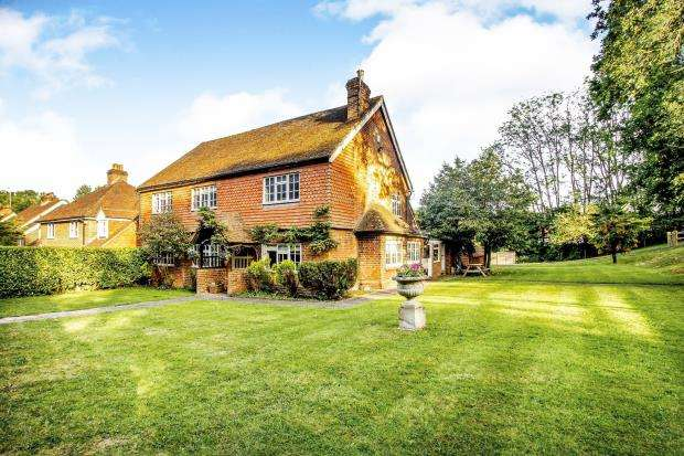 5 Bedrooms Detached House for sale in Bookhurst Road, Cranleigh, Surrey