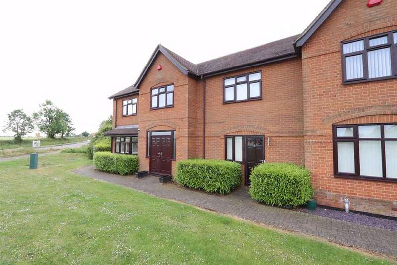3 Bedrooms Terraced House for sale in St Michaels Place, Slapton Road, Great Billington