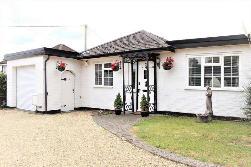 3 Bedrooms Detached Bungalow for sale in New Road, Marlow Bottom