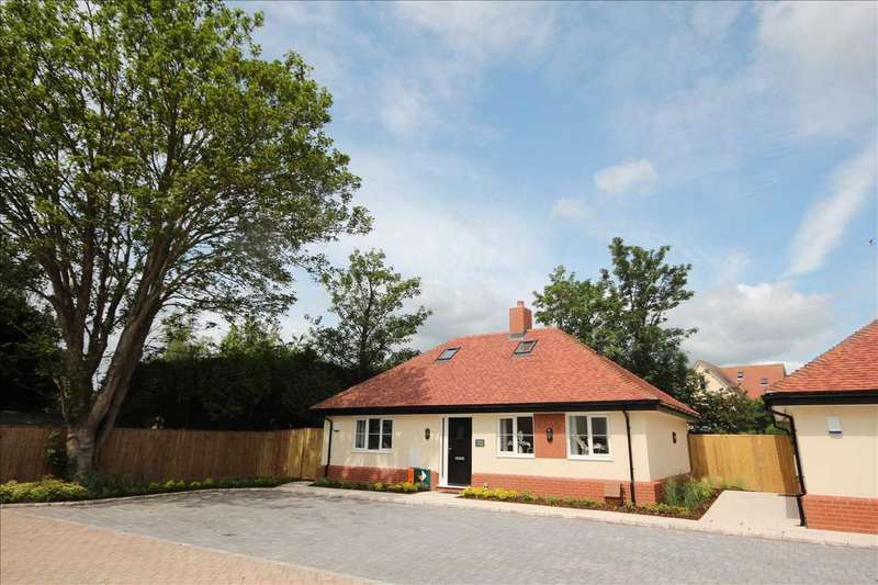 2 Bedrooms Bungalow for sale in Sycamore Place, High Street, Thorpe-le-Soken