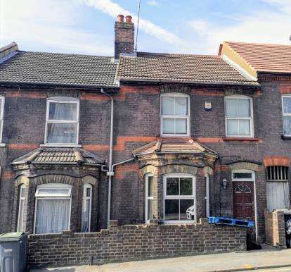 3 Bedrooms Terraced House for sale in Hitchin Road, Luton, Bedfordshire