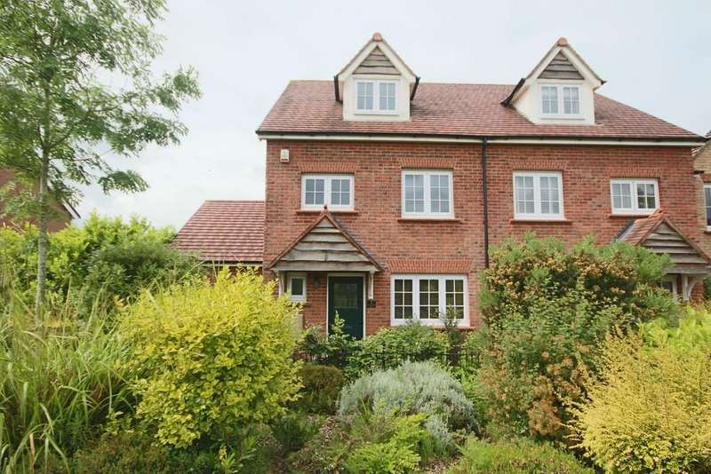 4 Bedrooms Semi Detached House for sale in Manchester Walk, Buckshaw Village, Chorley