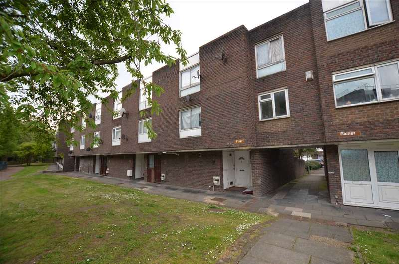 4 Bedrooms Town House for sale in Prier, Long Field, London