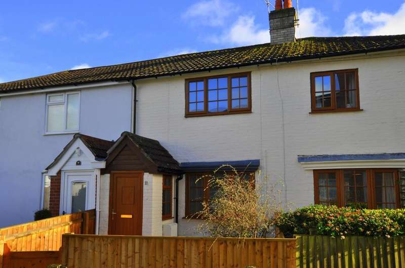 2 Bedrooms Cottage House for sale in Strides Lane, Ringwood, Ringwood, BH24 1ED