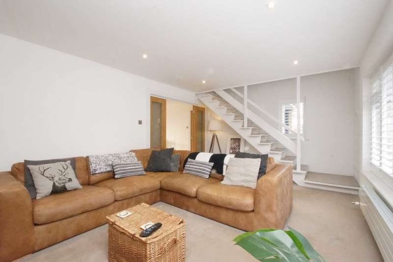 4 Bedrooms Detached House for sale in Beautifully Extended Family Home in Boxmoor