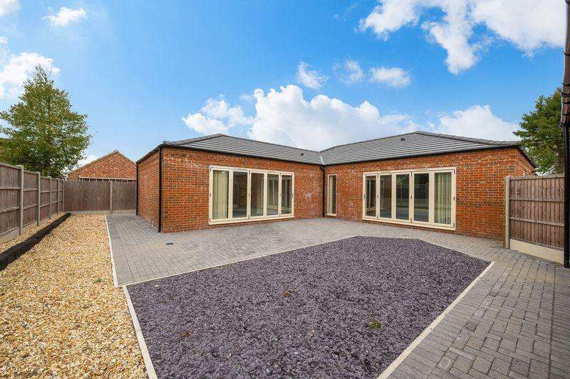 4 Bedrooms Bungalow for sale in Mary's Close, Louth Road, Horncastle