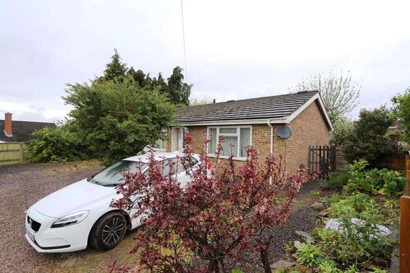 3 Bedrooms Bungalow for sale in Dean Court, Lydney, Gloucestershire, GL15