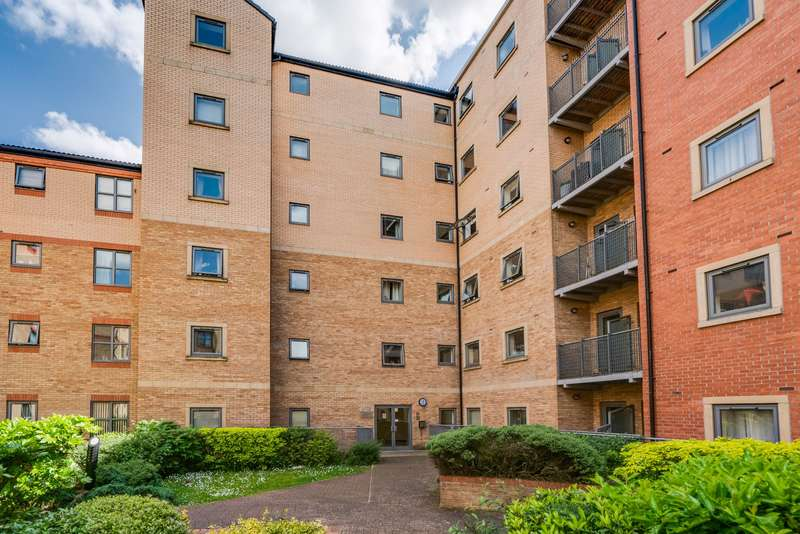 2 Bedrooms Apartment Flat for sale in Kentmere Drive, Lakeside, DN4