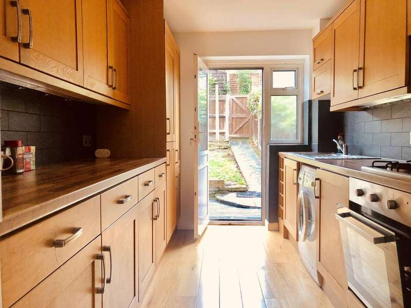 3 Bedrooms Semi Detached House for rent in Honey Brook, Waltham Abbey EN9