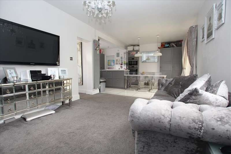 4 Bedrooms Semi Detached House for sale in Sutton Avenue, Biggleswade, SG18