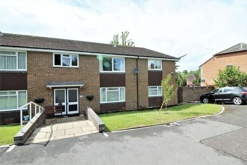 2 Bedrooms Flat for sale in 11 Lower Armour Road,, Tilehurst, Reading, Berkshire