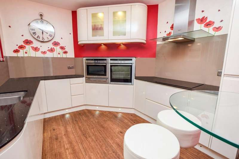 3 Bedrooms Detached House for sale in Academy Street, Forfar