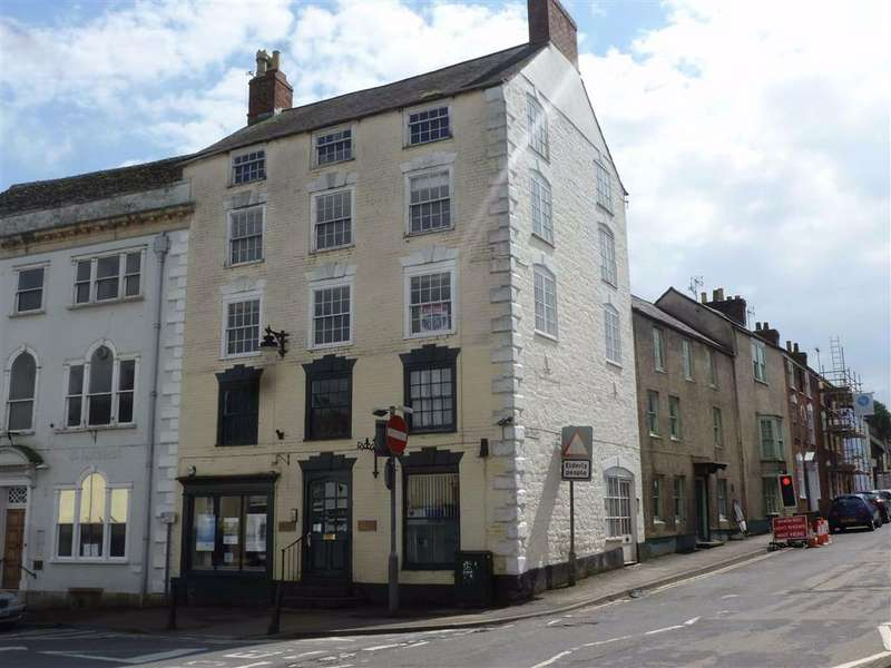 2 Bedrooms Flat for sale in High Street, Wotton-Under- Edge, GL12