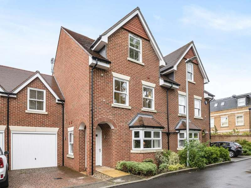 4 Bedrooms House for sale in Haden Square, Reading, RG1