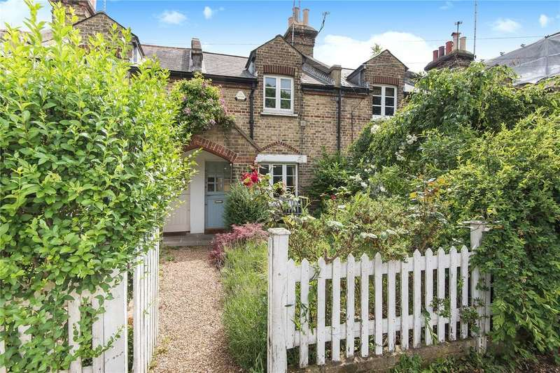 2 Bedrooms House for sale in Commondale, London, SW15