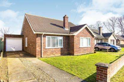 3 Bedrooms Bungalow for sale in Arundel Road, Hartford, Huntingdon, Cambridgeshire