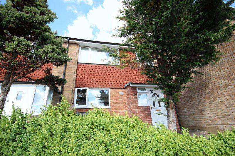 2 Bedrooms Terraced House for sale in 3 beds close to Airport and Luton Parkway station.