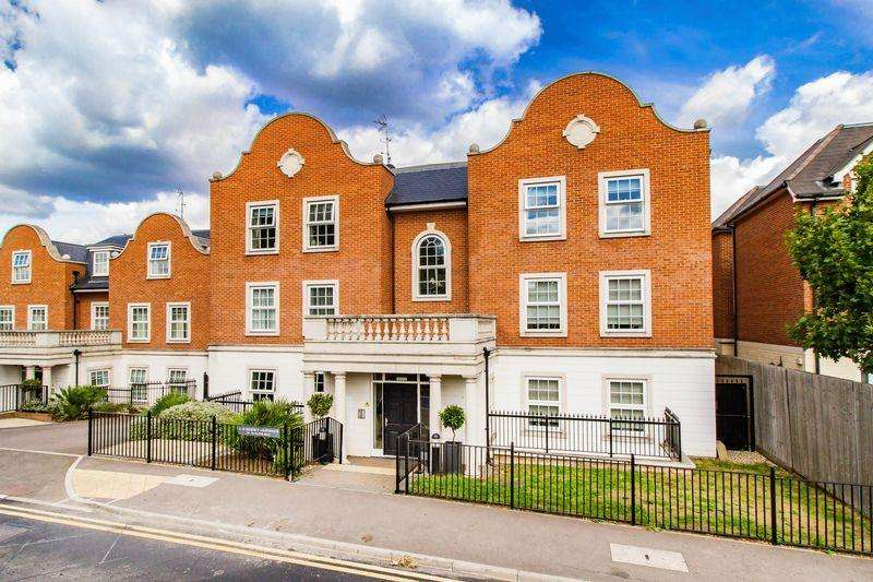 3 Bedrooms Apartment Flat for sale in Regency Apartments, Manor Road, Chigwell