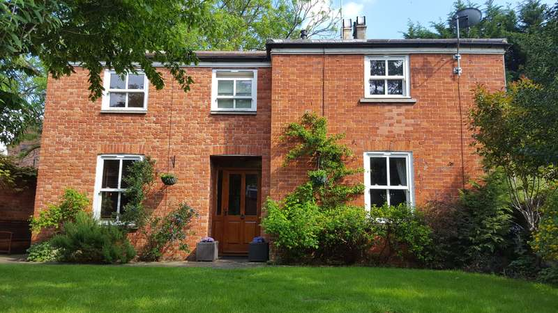 4 Bedrooms Detached House for sale in High Street, Alcester, B49